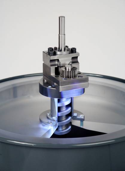 Specialist for conveying and metering high-viscosity materials: the drum pump with conveying screw on drum follow-up plate (c) 2017 Oerlikon