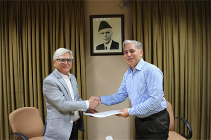Dr. Tanveer Hussain, Rector, National Textile University, Pakistan and Mujtaba Rahim, CEO of Archroma Pakistan Limited, exchange the memorandum of understanding signed between the two organizations. (Photo: Archroma)