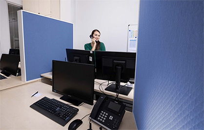 Sound absorbers in the open-plan office (Photo: DITF)