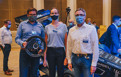 Roll out Ecurie Aix (Yanick Schlesinger, Hannah Dammers, Professor Thomas Gries, from left to right, all members of ITA) © 2020 Ecurie Aix / RWTH Aachen University
