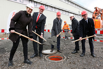 Groundbreaking ceremony at Oerlikon Barmag in Remscheid Lennep on February 25, 2020: Head of Real Estate Real Estate Nina Krüger, CEO Georg Stausberg, Mayor Burkhard Mast-Weisz, CFO Ralf Schilken as well as the Head of HR and Management Board Member Uwe Model (from left to right). (c) 2020 Oerlikon