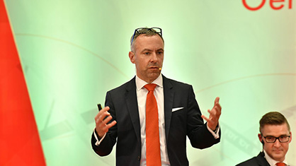 With the topic of 'recycling', Jochen Adler looked to the future of potential new materials for the textile industry. (c) 2020 Oerlikon