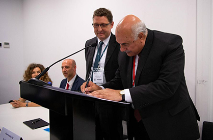 (c) 2019 Rieter -  Dr. Ahmed Moustafa Mohamed and Dr. Norbert Klapper signing the contract