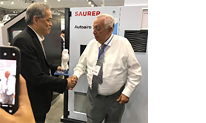 Mr Mayer Zaga Galante, CEO of Zagis shakes hands with Clement Woon, CEO of Saurer Group (c) 2019 Saurer
