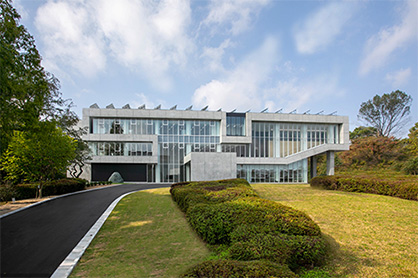 Exterior of R&D Innovation Center for the Future (c) 2019 Toray