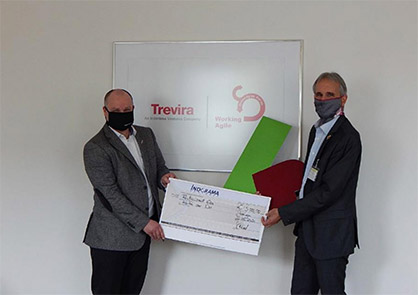 © Trevira GmbH: Handing over the cheque to the CEO of 'Kartei der Not'