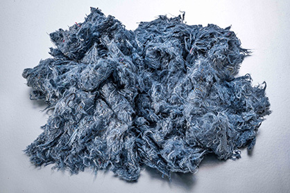 Example for regenerates: Fibers from torn jeans © 2020 Truetzschler