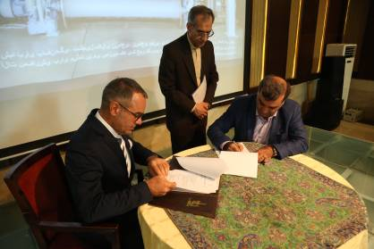 Signing the agreement with Yazd University for supplying a SMIT rapier weaving machine 2017 Santex Rimar Group