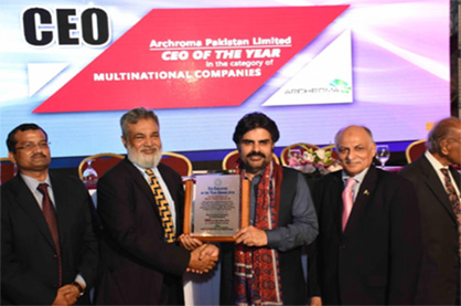 Pic: Vaqar Arif, Head of Finance, Pakistan, Archroma, receiving the EFP 'Employer of the Year' Award from Mr. Nasir Hussain Shaha, Sindh Minister of Labor. (Photo: Archroma)