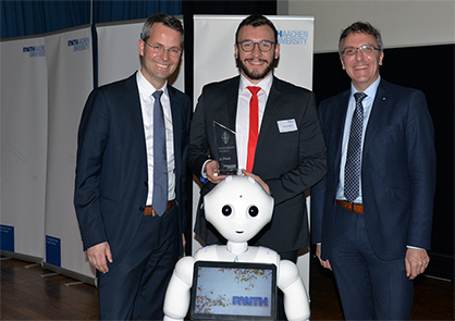 Prof. Malte Brettel (RWTH Aachen University), Robert Brüll (ITA) and Prof. Thomas Gries (ITA) with the RWTH Innovation Award (from left to right), Photo: Andreas Schmitter